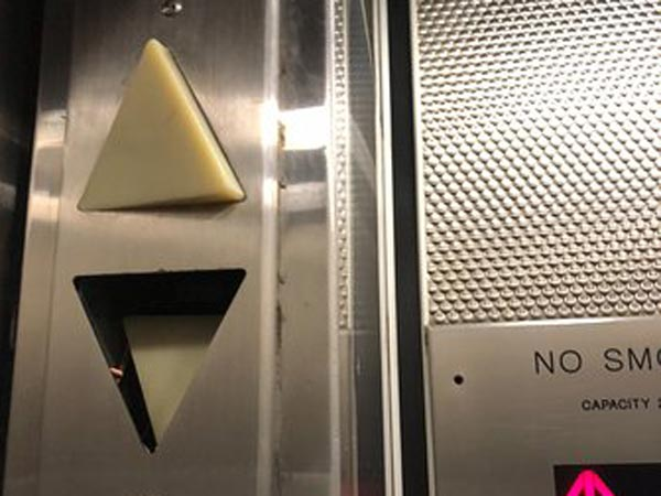 Tecnico-ascensore-bloccato-o-rotto-parma