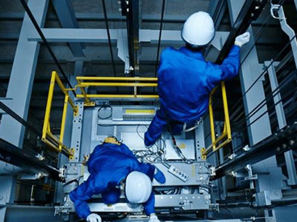 Tecnico-assistenza-e-riparazione-ascensore-reggio-emilia